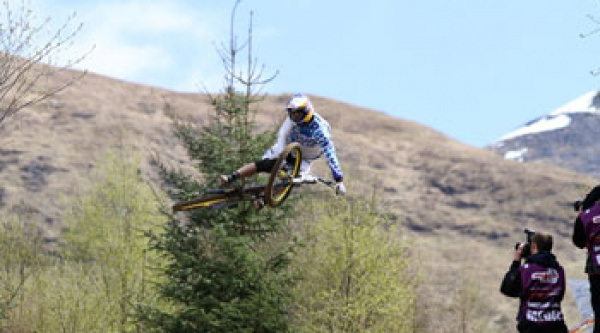 Kovarik gana en Fort William