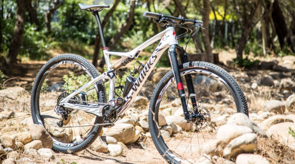La Specialized S-Works Epic World Cup customizada de Sauser en la Absa Cape Epic
