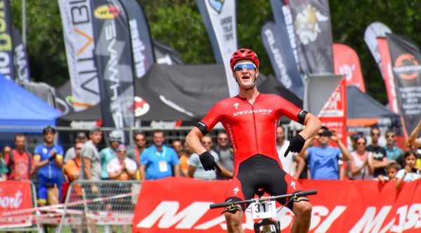 Sam Gaze gana una carrera espectacular en la Super Cup Massi de la Sea Otter Europe
