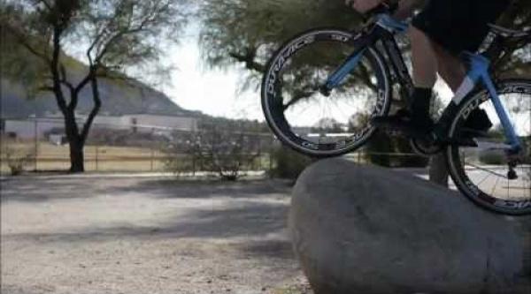 Vídeo trial y btt con una bici de carretera?