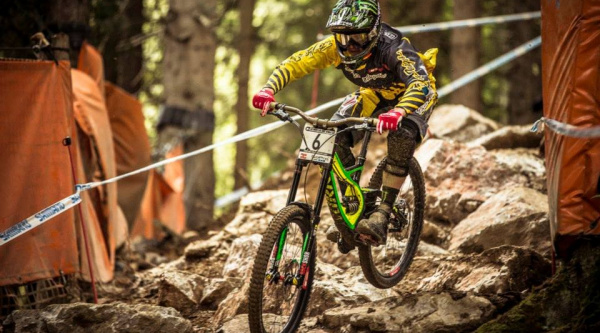 Noticia ciclismo MTB/BTT: Troy Brosnan renueva con Specialized y se despide de Troy Lee Designs