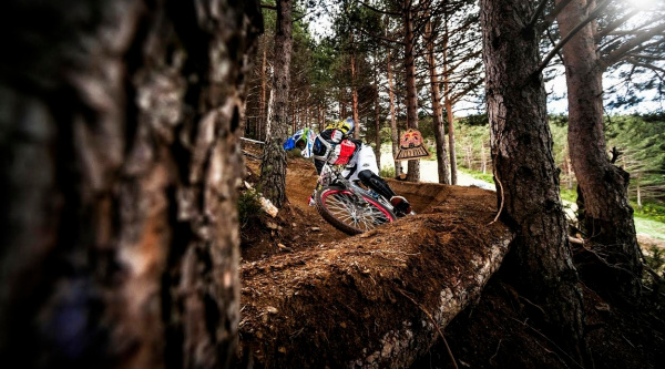 Noticia ciclismo MTB/BTT: [Vídeo] Red Bull Holy Bike