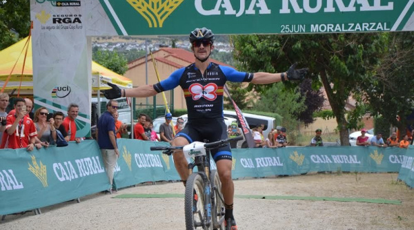 Carlos Coloma entrando vencedor