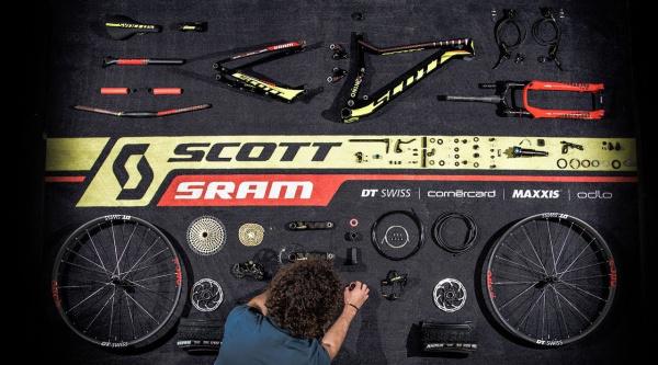 Montando la bicicleta de Nino Schurter pieza a pieza