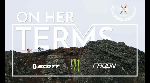 Vídeo On her Terms, 10 minutos recorriendo Islandia con Manon Carpenter y Monet Adams