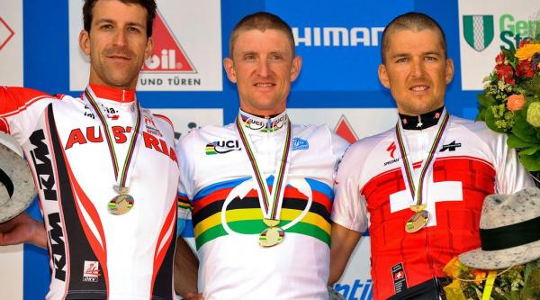 El podio del 2º mundial de XCM que ganó