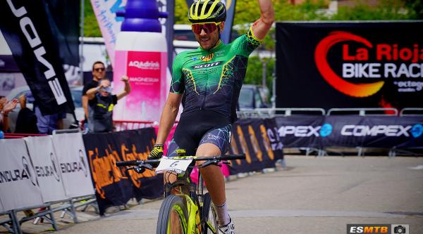 Jose María Sánchez entrando como ganador