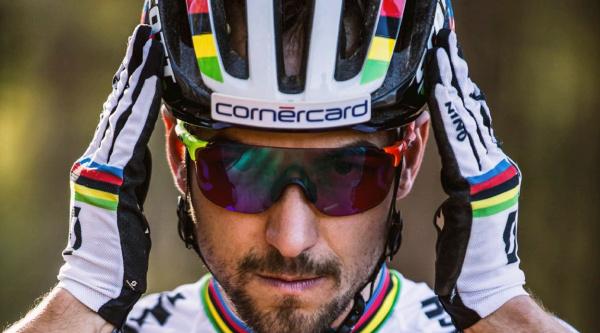 Nino Schurter con su casco Scott Centric Plus