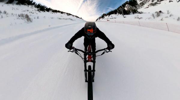 [Vídeo] A 130 km/h por la nieve