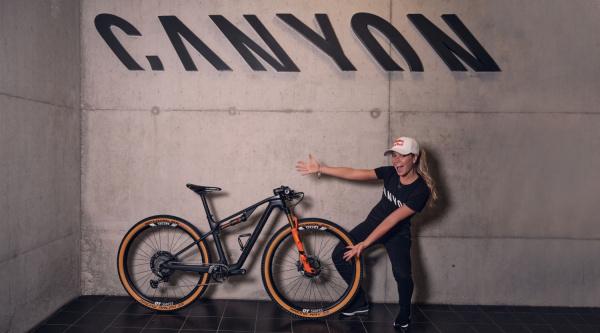 Emily Batty con Canyon