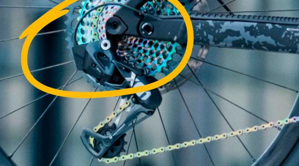 SRAM X01 Eagle AXS con cable