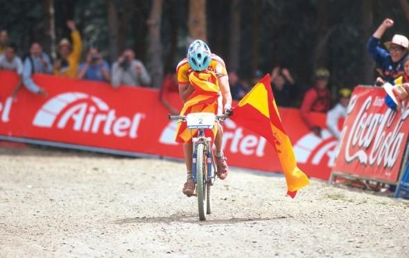 Hermida ganando el Mundial sub-23 en Sierra Nevada