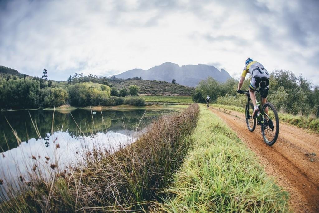 Los bikers se han encontrado un terreno más húmedo y unas temperaturas menos extremas que las del inicio de la Absa Cape Epic. Foto Ewald Sadie/Cape Epic/SPORTZPICS