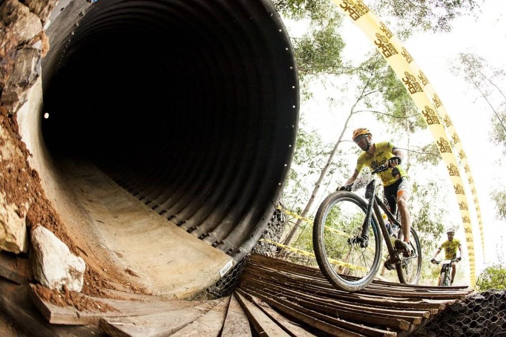 Los bikers están teniendo suerte con una de las ediciones más benevolentes con el tiempo. Nada de épicas jornadas sobre el barro. Foto Sam Clark/Cape Epic/SPORTZPICS