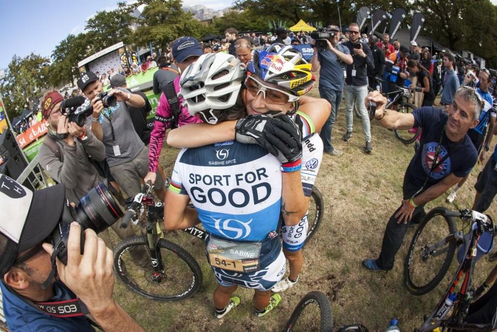 Segunda victoria consecutiva de Spitz y Belomoina. No se lo esperaban. Foto Sam Clark/Cape Epic/SPORTZPICS