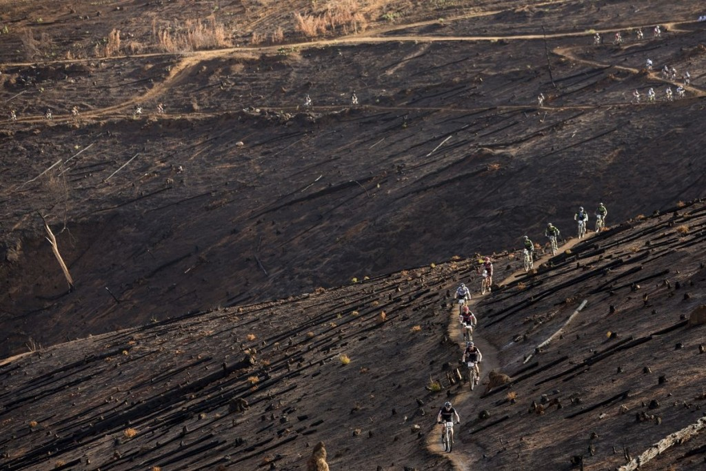 Un laberinto de senderos. Así es Stellenbosch. Foto Sam Clark/Cape Epic/SPORTZPICS