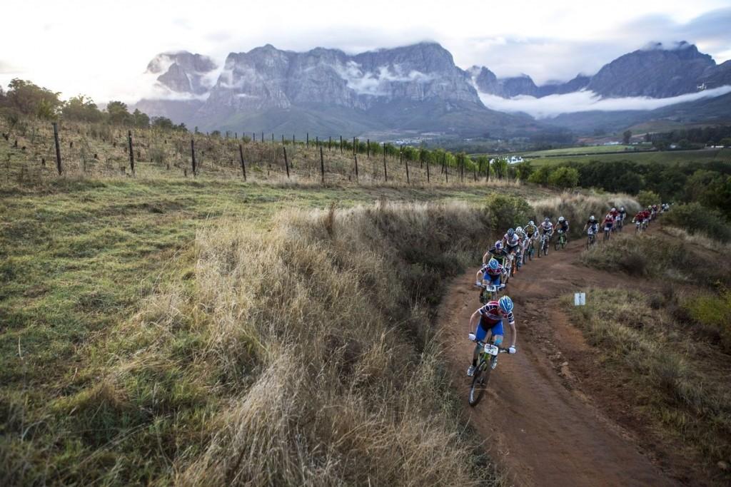 Waylon Woolcock y Darren Lill, el mejor equipo de Sudáfrica, marcando el ritmo. Lill está enfermo, pero aguantando con los mejores. Foto  Nick Muzik/Cape Epic/SPORTZPICS