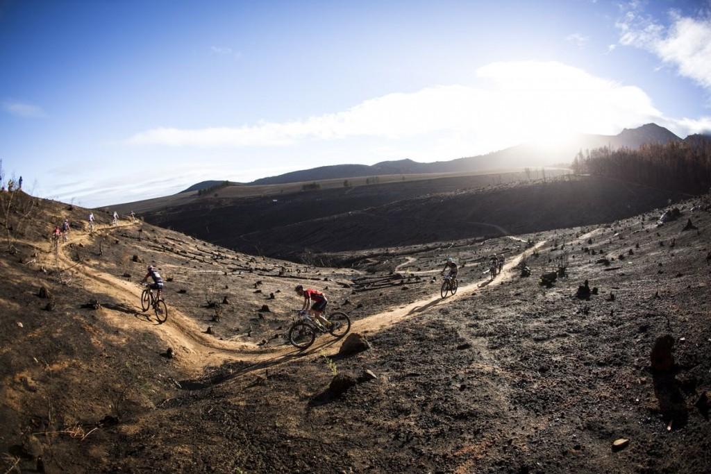 La Absa Cape Epic tiene todo tipo de terrenos y paisajes, aunque este no hubiese tenido que estar presente. Foto Nick Muzik/Cape Epic/SPORTZPICS