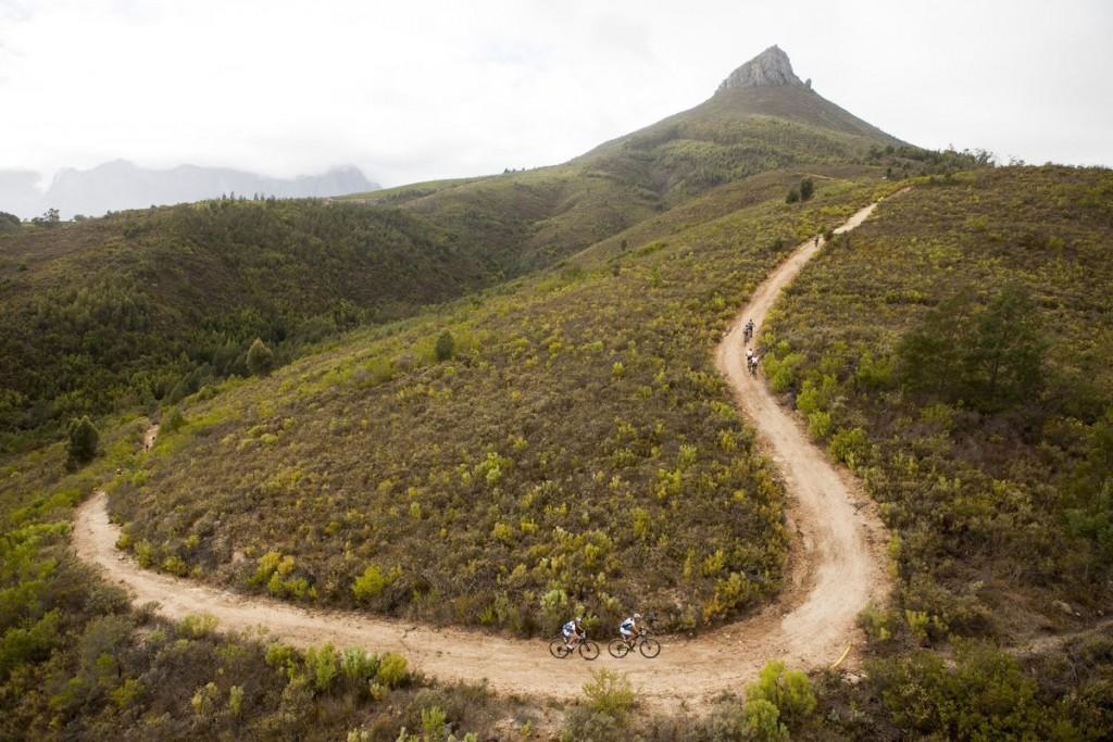 La etapa estaba llena de bajadas de disfrutar. Pero para bajar hay que subir. Foto Gary Perkin/Cape Epic/SPORTZPICS