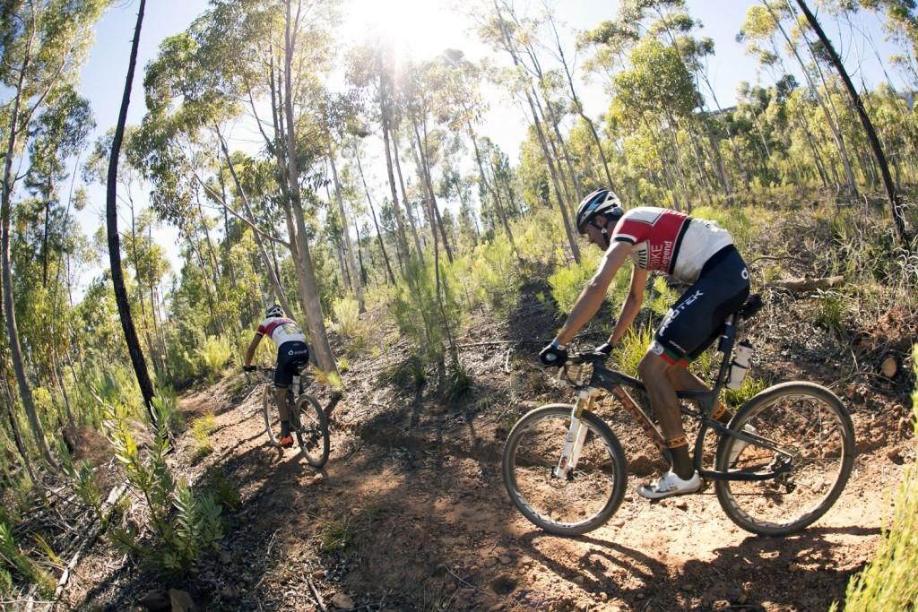 El Team Dolomiti Superike de Ferreira y Periklis vio como una rotura de manillar en la etapa anterior marcaba su clasificación. Foto Mark Sampson/Cape Epic/SPORTZPICS