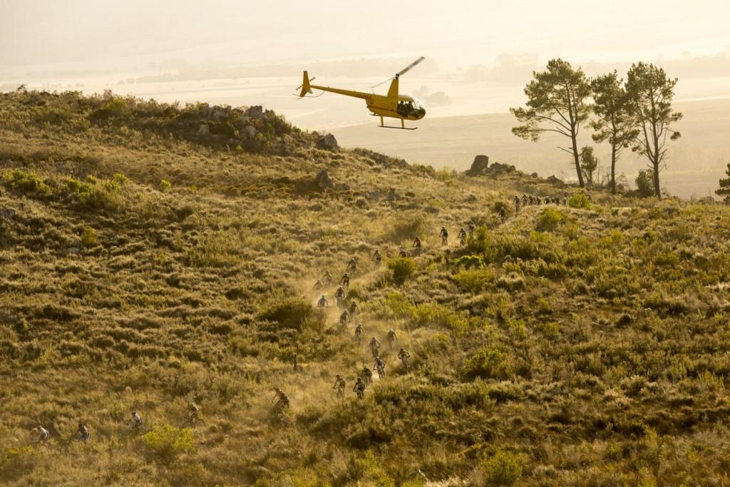 Absa Cape Epic es, sin duda, la prueba con más helicópteros. Y la que mejor imágenes nos deja. Foto Sam Clark/Cape Epic/SPORTZPICS