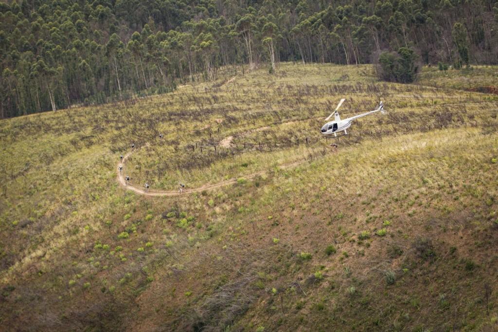 A pesar de ser una etapa corta, ha habido buenos descensos. La carrera cada año apuesta más por la calidad de los recorridos que no por la cantidad de kilómetros. Foto Nick Muzik/Cape Epic/SPORTZPICS