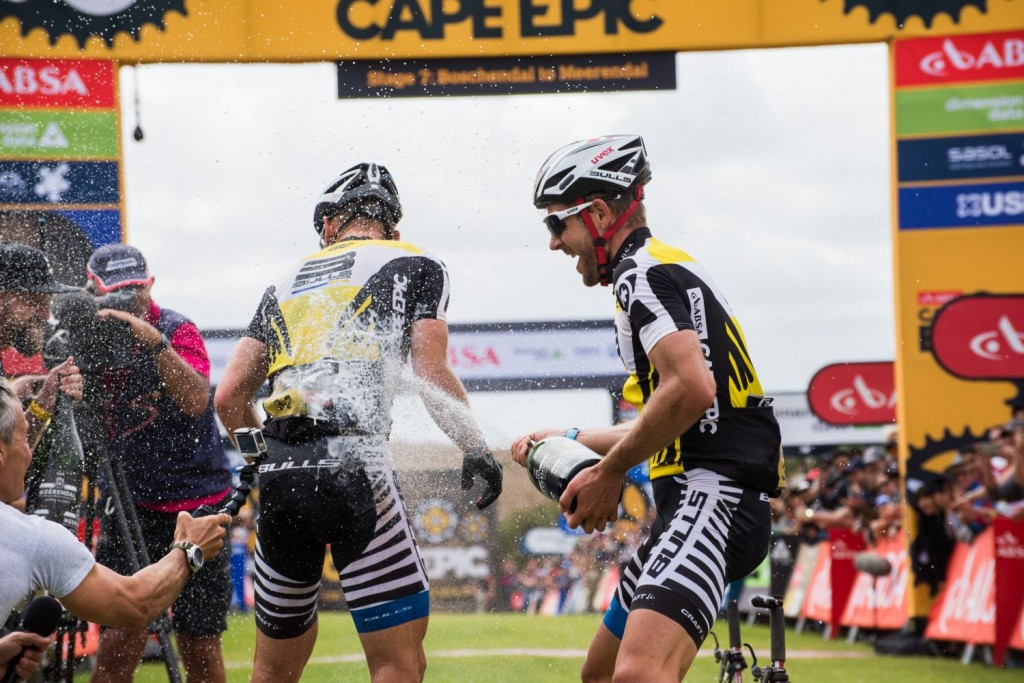 Es la primera victoria en la carrera para Urs Huber. El suizo es ya un mito del bike-maraton. A parte del oro en un mundial, pocas cosas le faltan por lograr en esta disciplina. Foto Emma Hill/Cape Epic/SPORTZPICS