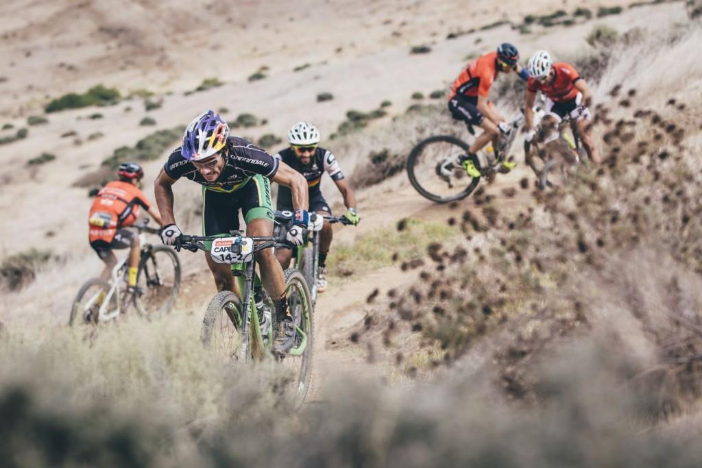 La última etapa es una jornada que muchos equipos tienen marcada. Es una de las victorias más bonitas de la carrera por lograrla en el día que más público hay en meta. Foto Ewald Sadie/Cape Epic/SPORTZPICS