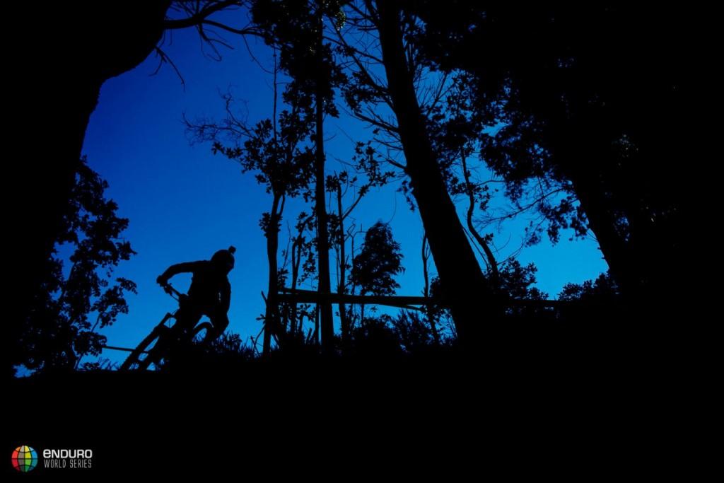 Theo Galay apurando la luz en la jornada de entrenamientoas. Foto Duncan Philpott