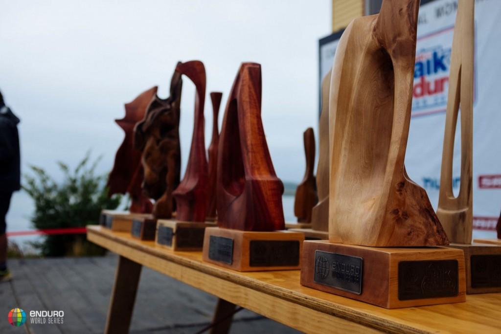 Los trofeos de la primera cita del campeonato.  Foto Duncan Philpott