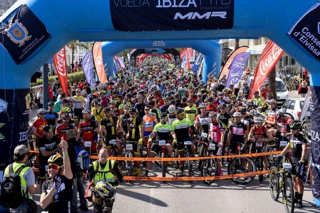 La impresionante salida de la Vuelta a Ibiza MMR. Impresionante. Foto Jon Izeta