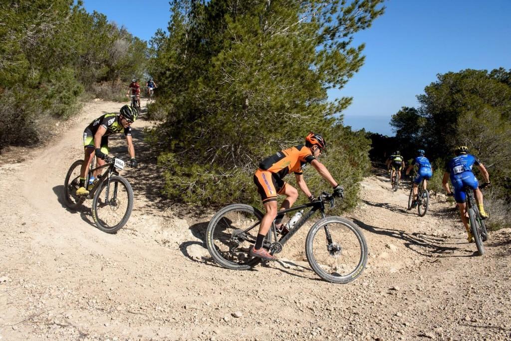 Terreno seco y pedregoso, como es habitual en Ibiza. Foto Jon Izeta