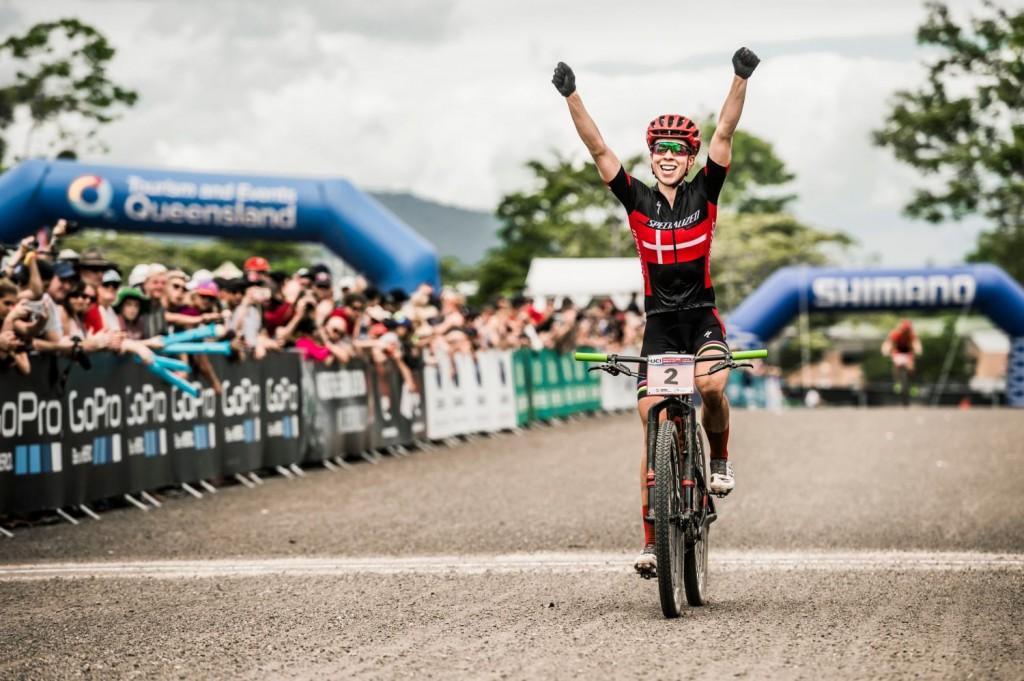 Annike Langvad, aunque es casi más conocida por su éxitos en el bike-maraton, ella se considera corredora de XCO. Y aquí está la muestra. Ganadora de la 1a prueba de la Copa del Mundo. Foto Bartek Wolinski/Red Bull