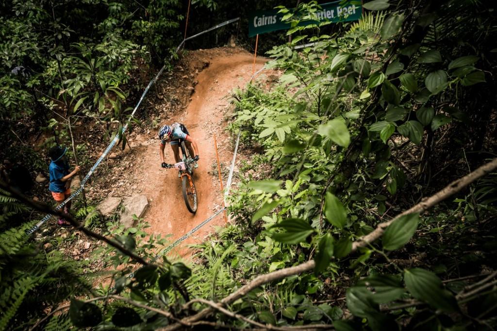 Emily Batty en la jungla. Se ha quedado sin podio en una carrera con importantes bajas. Ha sido 7a. Foto Bartek Wolinski/Red Bull