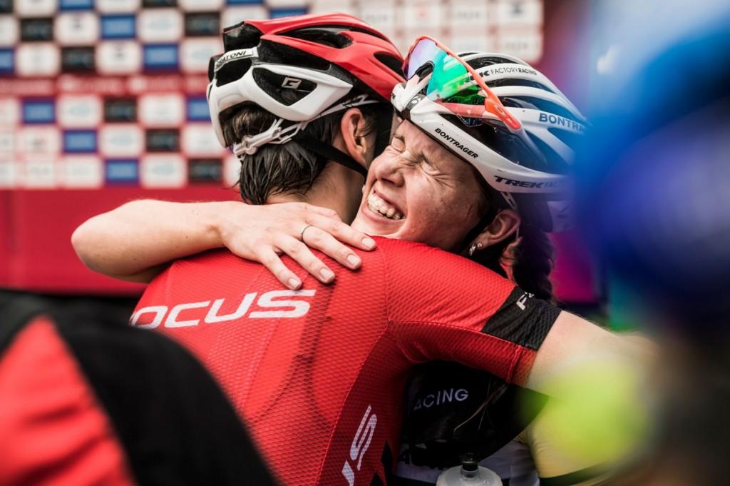 La local Rebecca Henderson, del Trek Factory Racing, ha hecho la mejor carrera de su vida en Copa del Mundo. La alegría estaba más que justificada. Foto Bartek Wolinski/Red Bull