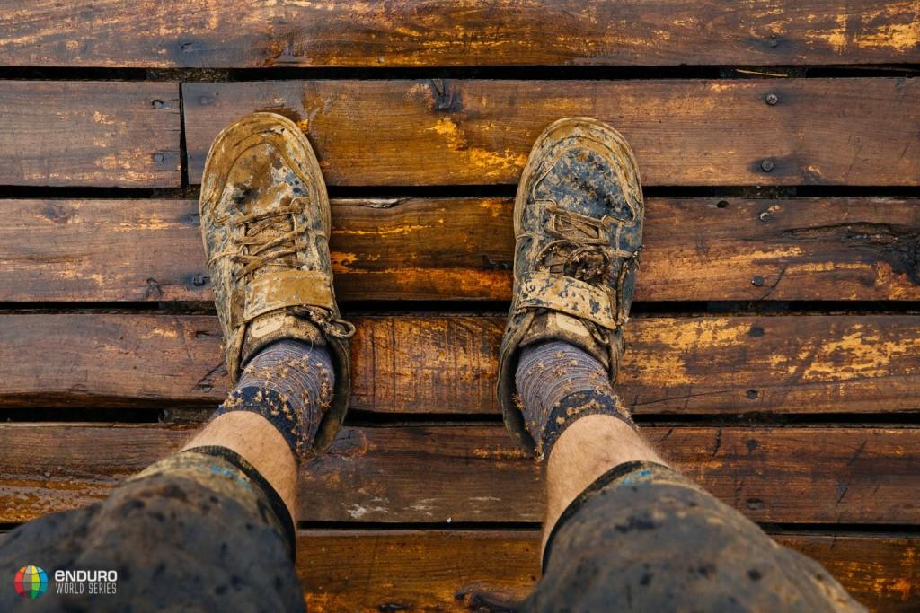 Mix de humedad y polvo. Faena para dejar la ropa decente. Foto Duncan Philpott