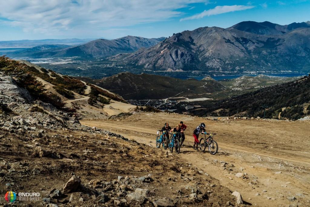 Los tramos de enlace, no siempre son pedaleo... Foto Duncan Philpott