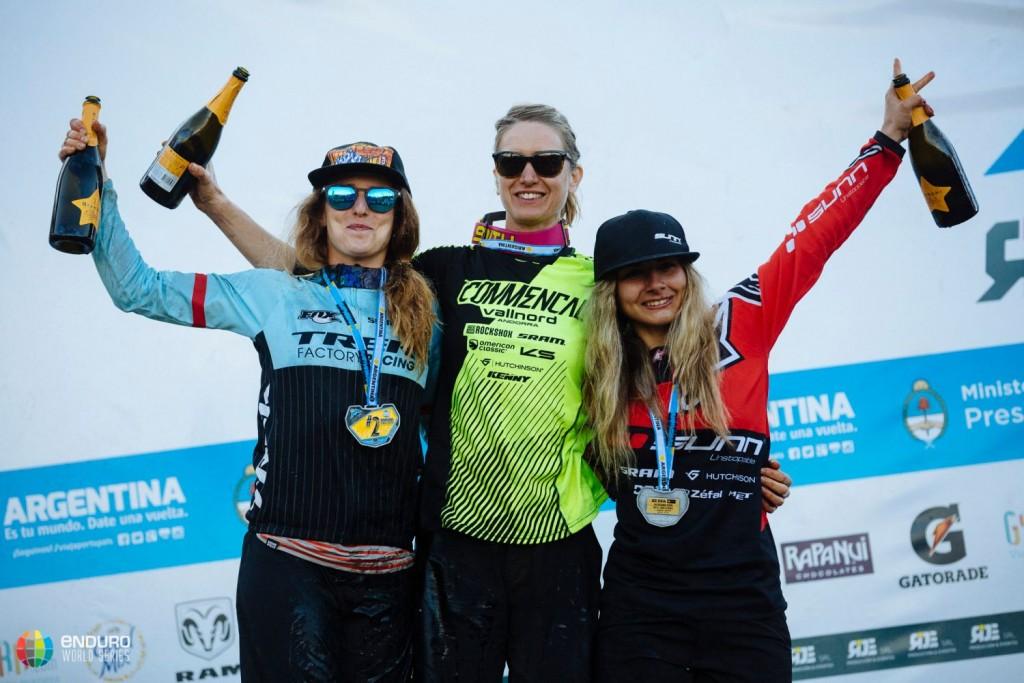 El podio femenino. Foto Duncan Philpott