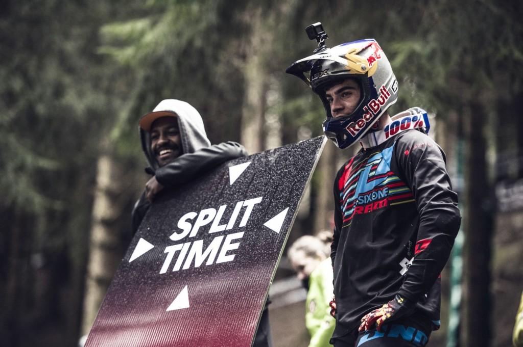 Loic Bruni corriendo en casa y estrenando maillot de campeón del mundo. Y equipo. Era el escenario perfecto.