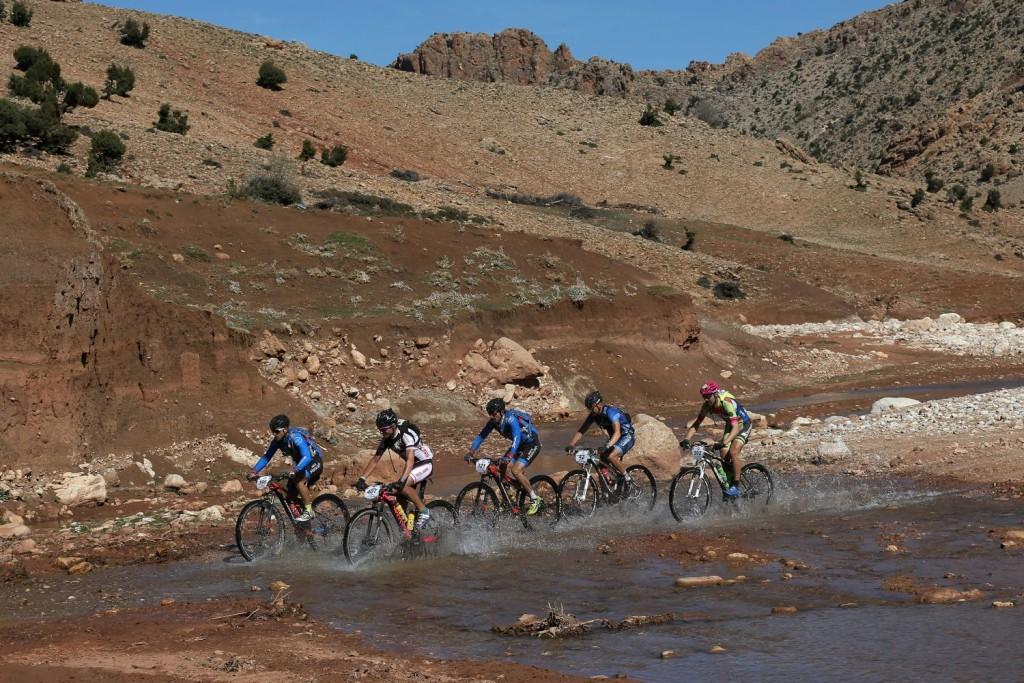 Agua, bosques, temperaturas frescas.. un inicio único para estos dos días de carrera en la Titan Desert