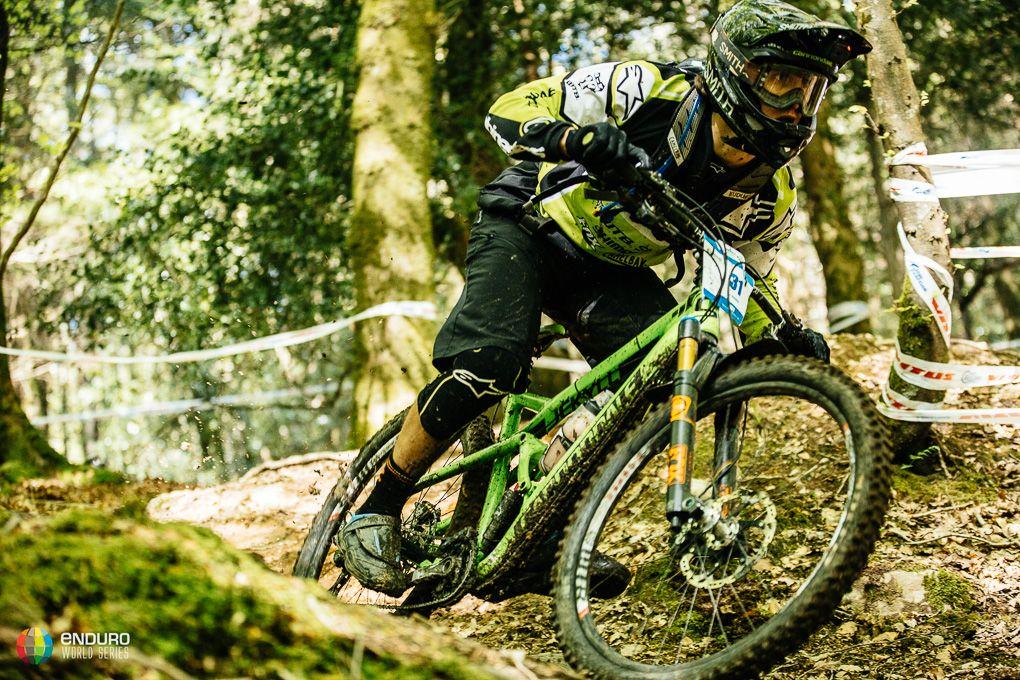 Marc Osbourne fue uno de los riders que se encontró con las condiciones más deslizantes del terreno, que varió bastante desde el inicio de la prueba al final. Foto Duncan Philpott