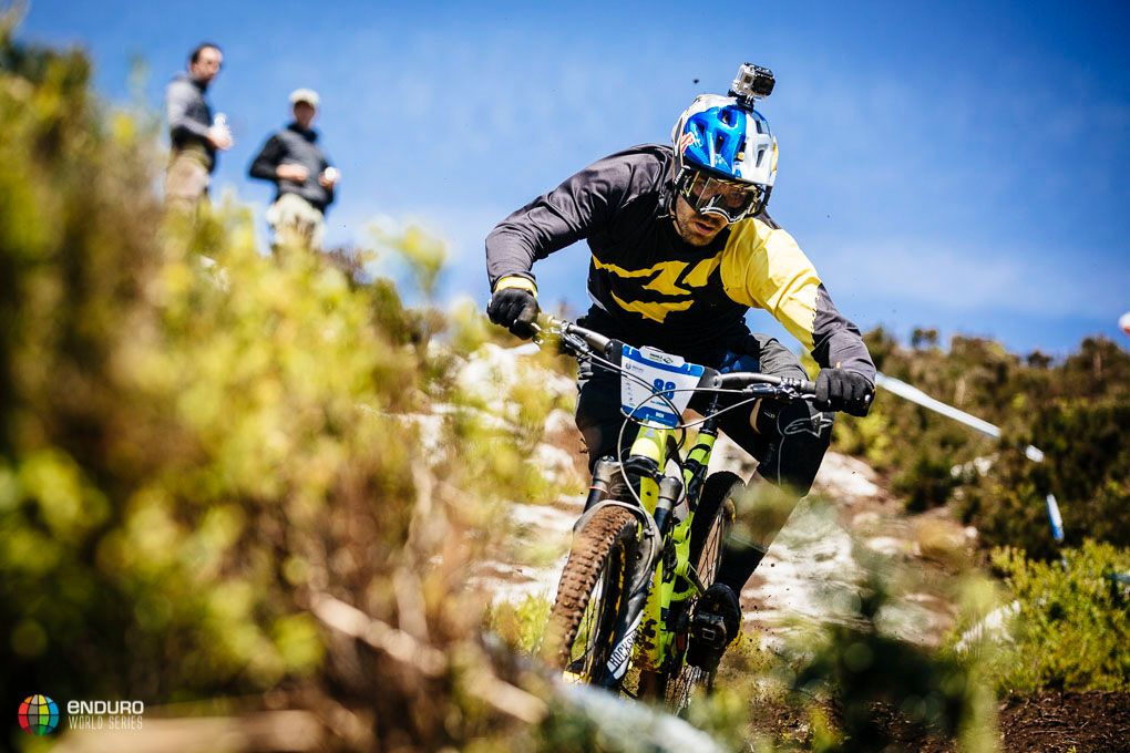 Matti Lehikoinen, uno de los varios riders de DH que se apuntó a esta fiesta del enduro. Foto Duncan Philpott