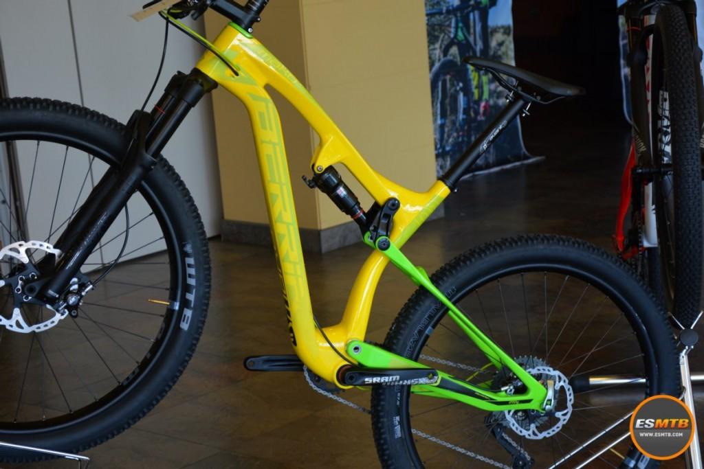 El modelo trail con ruedas 27,5 Plus es una señal del buen paso de rueda que tiene la Mako