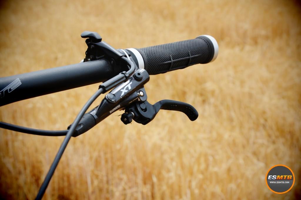Los puños nos resultaron el elemento más incómodo de toda la bicicleta, especialmente en salidas largas.