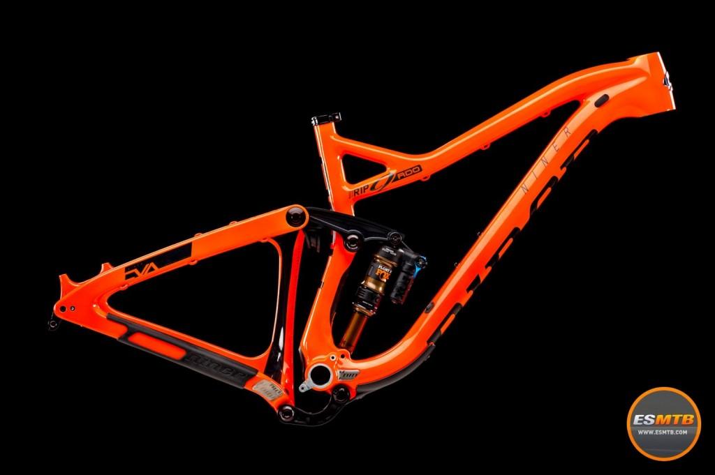 Líneas suaves, mucho carbono, naranja llamativo, es la nueva Niner RIP RDO