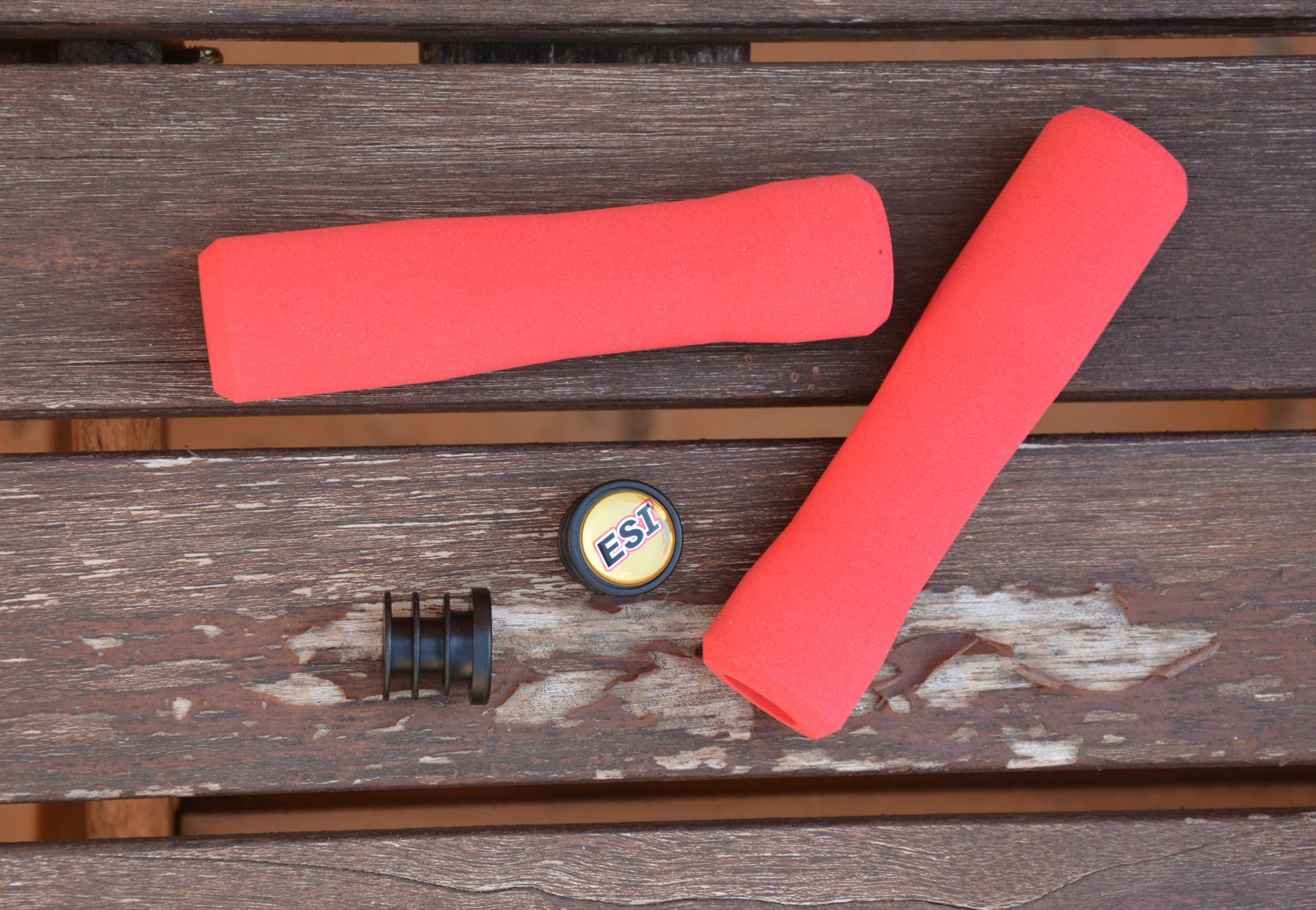 Puños silicona Esi Grip Fit XC con sus tradicionales tapones