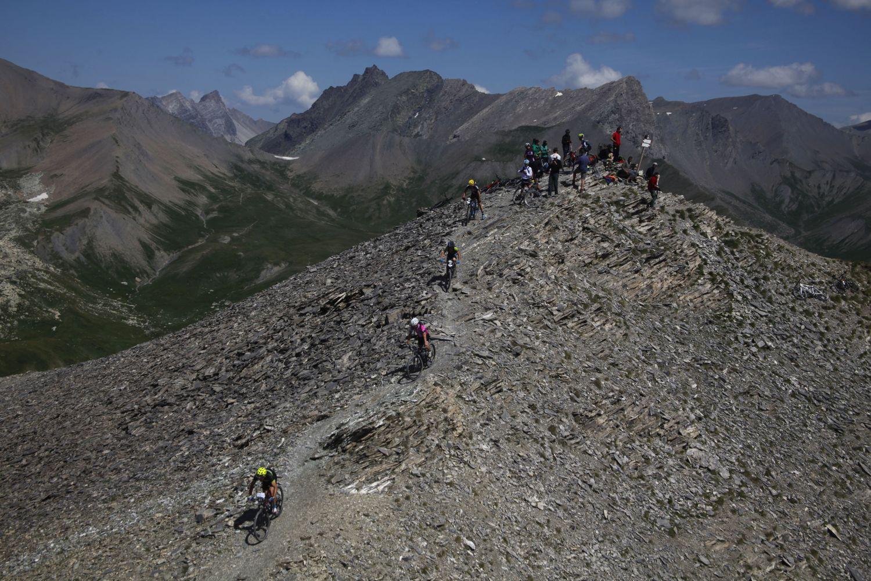 Monte Bellino, 2.942 metros en su cima. Una brutal ascensión de más de 1.800 metros de desnivel, y un aún más brutal descenso por sendero desde su cima.