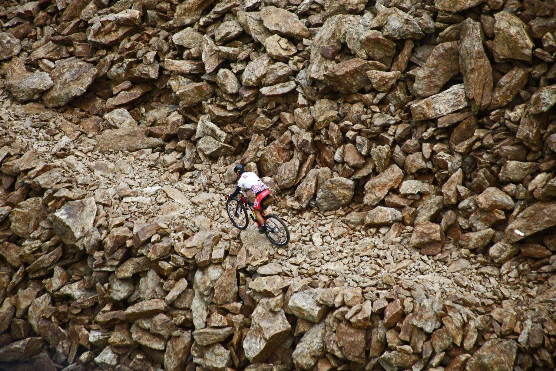 Milton Ramos ha sumado un nuevo triunfo en la prueba que lleva dominando de forma holgada en los últimos años. La ausencia de los bikers checos que habían animado la carrera en el pasado, así como de anteriores vencedores del Ironbike ha hecho que las últimas ediciones se limiten a un mano a mano entre él y Joseba Albizu.