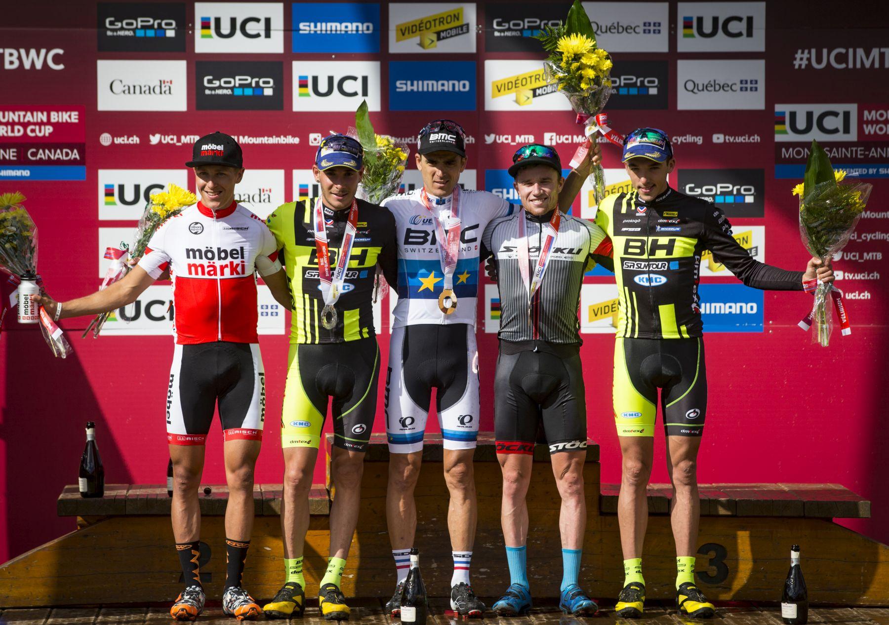 El podio elite masculino. Mathias Fluckiger y Matthias Stirnemann pusieron el toque suizo al top-5. La temporada de Stirnemann es brutal, un salto de calidad que pocos podían esperar.