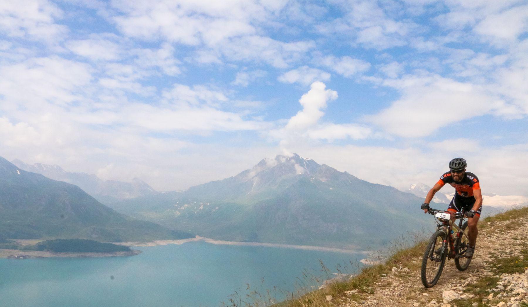 Bordeando el lago Cenis por un sendero excepcional, uno de los puntos más destacados